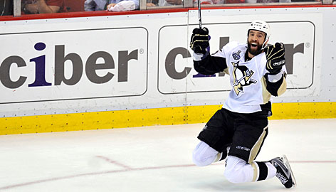 Max Talbot scoring what turned out to be the Stanley Cup winning goal in 2007. [Photo Source: USAToday.com]